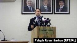 وزير الطاقة والثروة المعدنية الأردني علاء البطاينة في مؤتمر صحفي بعمّان