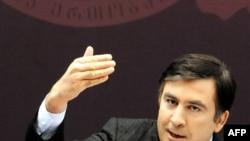 Президент Грузии обеспокоен глобальным кризисом, но заверил сограждан, что финансовый цунами обошел страну стороной