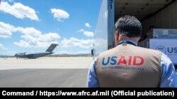 Як корманди USAID дар фурудгоҳи Русия