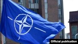 NATO-nun bayrağı, arxiv foto