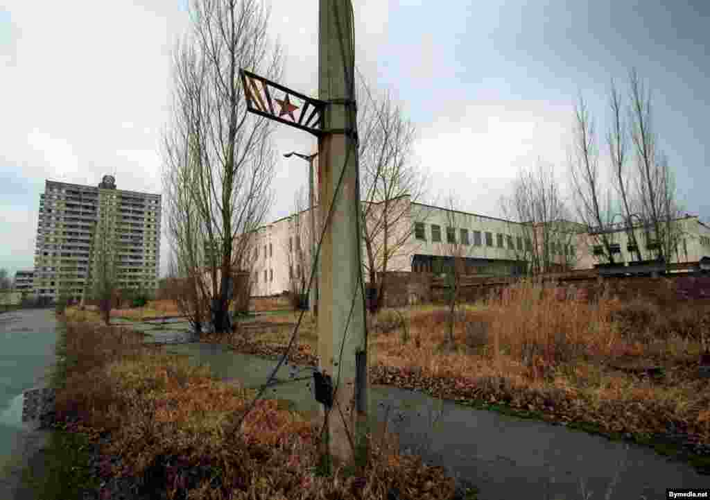 The 1986 explosion released at least 100 times more radiation than the nuclear bombs dropped on Nagasaki and Hiroshima during World War II, contaminating large parts of Ukraine, Belarus, and Russia. This is the nearby city of Pripyat.