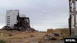 """""""Балқаш-9"""" нысанындағы бұрынғы советтік Дарьял-У радиолокация станциясының жұрнағы. Қарағанды облысы, 22 мамыр 2010 жыл."""