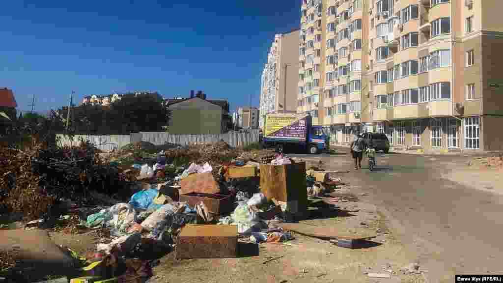 У нового дома по улице Тараса Шевченко, 26