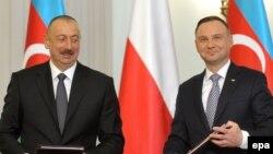 İlham Əliyev (solda) və Andrzej Duda (foto arxivdəndir)
