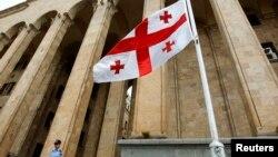 Трудно назвать этот союз естественным. «Новые правые» – традиционные сторонники прозападного курса Грузии. «Свободная Грузия» – партия, которая смотрит отнюдь не в сторону Запада, и судьбу страны связывает с ее северным соседом – Россией