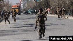 Աֆղանստան - Անվտանգության ուժերը ժամանում են դեպքի վայր, Քաբուլ, 28-ը դեկտեմբերի, 2017թ.