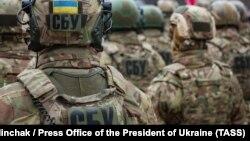 Сотрудники службы безопасности Украины. Иллюстрационное фото