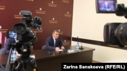 Пресс-конференция длилась три часа. Анатолий Бибилов успел ответить на 30 вопросов журналистов и жителей республики