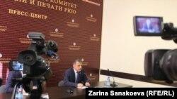 Анатолий Бибилов пообещал, что в середине ноября вопрос перехода парламента на профессиональную основу будет оформлен законодательно
