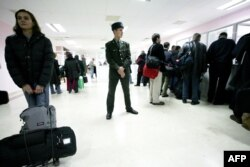Passengers waiting to check in at Ashgabat International Airport. The Turkmen government's seemingly arbitrary refusals to allow citizens to leave the country violate an international convention on freedom of movement that was ratified by Turkmenistan in 1997. (file photo)