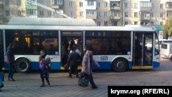 В Севастополе частично восстановлено движение троллейбусов. 8 декабря 2015 года.