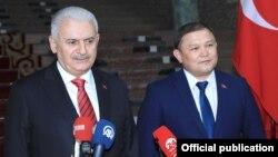 Бинали Йылдырым и Дастан Жумабеков.