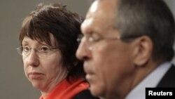 Єврокомісар з зовнішньої політики і політики безпеки Катрін Аштон (ліворуч) і міністр закордонних справ Росії Сергій Лавров