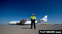 Український літак АН-225 «Мрія» привіз до Німеччини обладнання для боротьби з COVID-19, Лейпциг, 27 квітня 2020 року