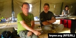 Журналист Айдер Муждабаев һәм блокаданы оештыручыларның берсе Ленур Ислямов
