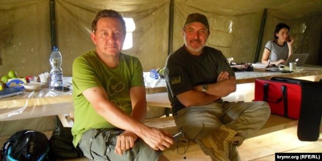 Айдер Муждабаев и Ленур Ислямов на территории проведения акции по блокаде Крыма вблизи пропускного пункта «Чонгар» на админгранице с Крымом