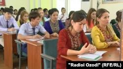 Туркменские студенты (иллюстрация)
