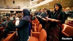 نواب يرددون القسم في مجلس النواب