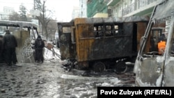 Сожженные протестующими автомобили МВД. Киев, 20 января 2014 года.