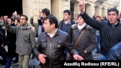 Foto: Arxiv. Gənclərin 2011-ci il aksiyası.