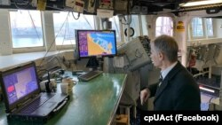 Лидер крымских татар Мустафа Джемилев на борту «Дональда Кука»