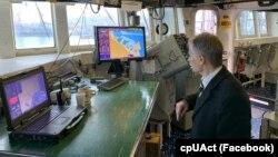 Лідер кримських татар Мустафа Джемілєв на борту «Дональда Кука»
