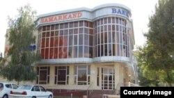 """""""Samarqand"""" банки сўнгги бир йилда ёпилган қатор банкларнинг навбатдагиси бўлди."""