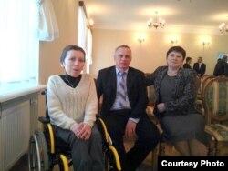 З бацькам і маці ў канцэртнай залі адноўленага маёнтку Агінскага