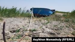 Лодка у берегов Малого Арала. Село Боген Кызылординской области, 22 июля 2018 года.