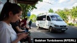 Одна из остановок в Бишкеке. Иллюстративное фото.