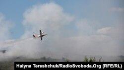 Пожежу на Грибовицькому сміттєзвалищі довелося ліквідовувати літаками. Червень 2016 року