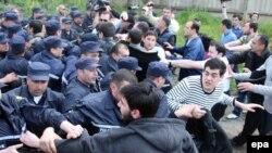 В акции грузинской оппозиции часто вмешивается полиция