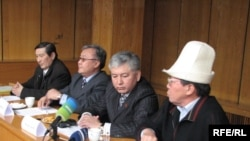 Бишкекте 10-мартта бийлик менен бириккен оппозициянын ортосунда алгачкы сүйлөшүүлөрдү жүрдү.