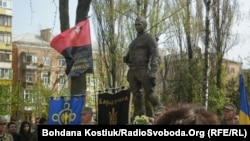 Пам'ятник воїну-добровольцю Мирославу Мислі, відкритий у Києві