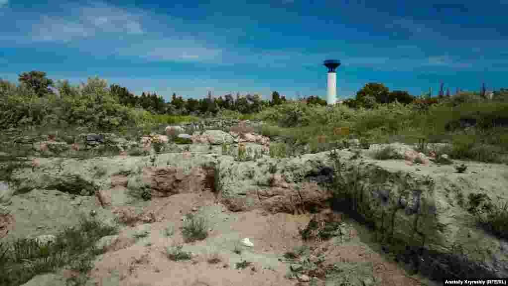 Греко-скіфське городище «Чайка» було відкрите в 1959 році, коли під час роботи на піщаному кар'єрі виявили грецький квадр - частину античної башти. З того часу там регулярно працюють археологічні експедиції