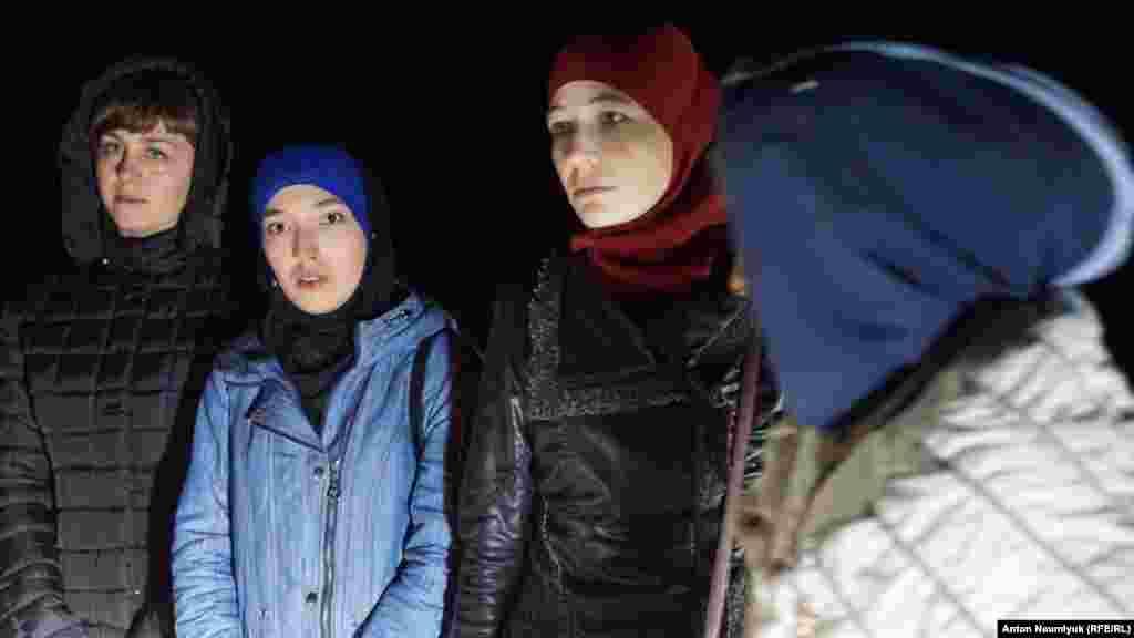 8 листопада на адмінкордоні Кримом затримали дружин заарештованих фігурантів «справи Хізб ут-Тахрір»