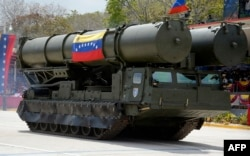 Ракетная установка российского производства на параде в Каракасе 5 марта