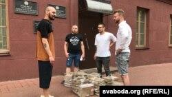 У КДБ не прынялі 31 тысячу подпісаў за вылучэньне Віктара Бабарыкі ў прэзыдэнты