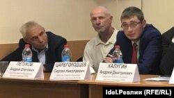 Сергей Царегородцев (справа)