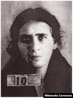 Yazıçı Seyid Hüseynin xanımı, şairə və repressiya qurbanı Ümmügülsüm Sadıqzadə 1899-1944.