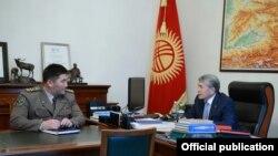 Президент Алмазбек Атамбаев Чек ара кызматынын башчысы Уларбек Шаршеевди кабыл алды. 17-октябрь 2017