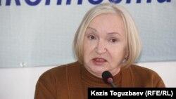 """Тамара Калеева, руководитель прессозащитной организации """"Адил соз""""."""