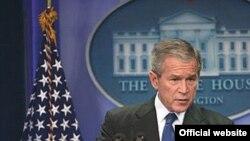جرج بوش از سوریه خواسته است تا در امور داخلی لبنان مداخله نکند.
