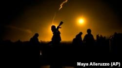 Сирияда соғысып жүрген сарбаздар. Көрнекі сурет.