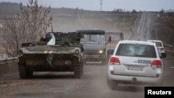 Ուկրաինա - ԵԱՀԿ-ի դիտորդական առաքելության ավտոմեքենաները Դեբալցևոյի մոտ, 20-ը փետրվարի, 2015թ․