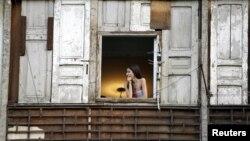 Протекающая крыша - далеко не единственная проблема обитателей фабрики