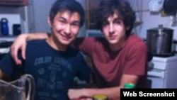 Казахстанский студент Диас Кадырбаев со своим другом Джохаром Царнаевым.