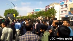 Hundreds of farmers demonstrated in the Iranian city of Isfahan enraged over the lack of water available to irrigate their fields. (UGC)