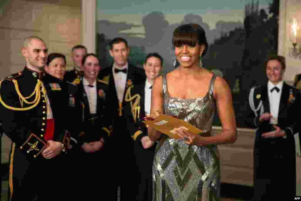 Američka prva dama, Michelle Obama objavila je dobitnika Oscara za najbolji film u javljanju iz Bijele kuće, Washington, 24. februar 2013. Foto: AFP / Pete Souza