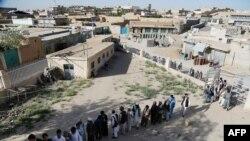 صف رایدهنگان در استان غزنی افغانستان
